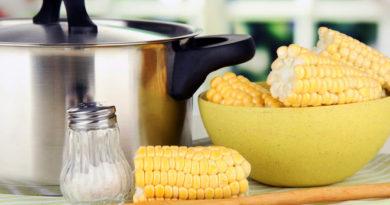 Как варить кукурузу в початках вкусно?