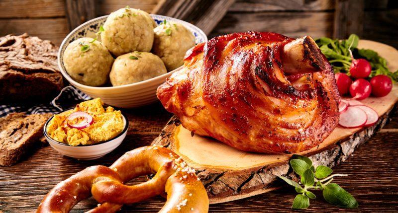 Как приготовить свиную рульку в духовке