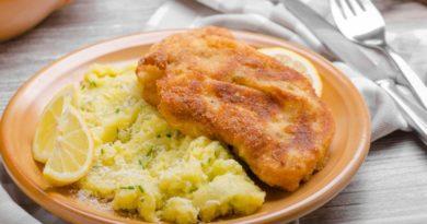 Куриные отбивные в картофельной корочке с соусом песто