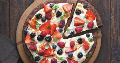 Ягодная брауни-пицца