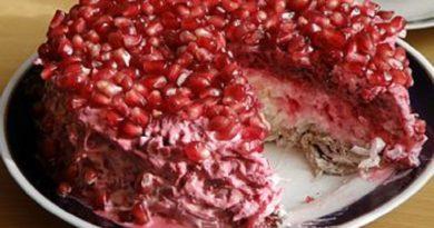 Мясной салат с грибами и гранатом