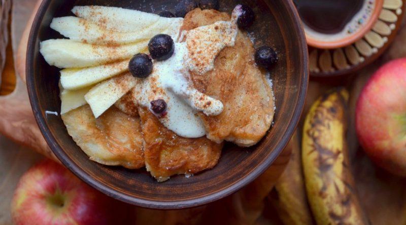 Оладьи с бананом и яблоком