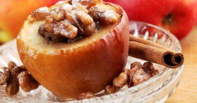 Запечённые яблоки с орехами и маком