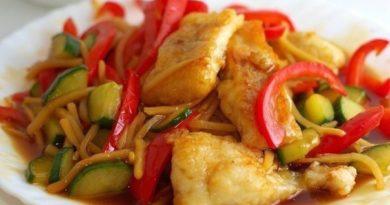 Рыбное филе, тушеное с овощами