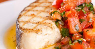 Тушёная рыба по-средиземноморски с чесночными тостами