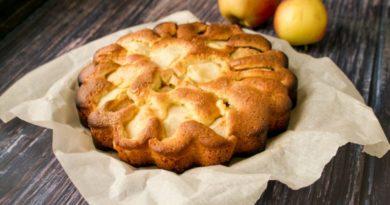 Ароматная шарлотка с яблоками: классический рецепт в духовке