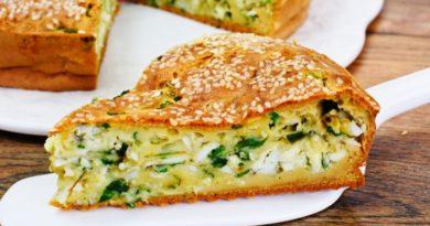 Весенний пирог с зеленым луком и яйцом
