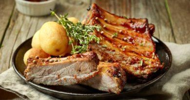 Жаркое из свиных ребер и картофеля