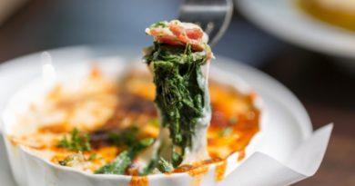 Зеленая лазанья с морепродуктами и шпинатом