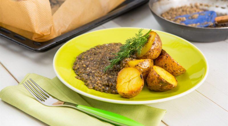 Картофель, запеченный в фольге целиком