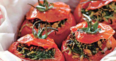 Помидоры, фаршированные шпинатом и сыром в духовке