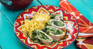 Рулет из филе индейки со сливочным сыром и шпинатом