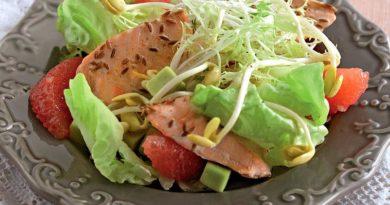 Салат из морской форели с имбирно-грейпфрутовой заправкой