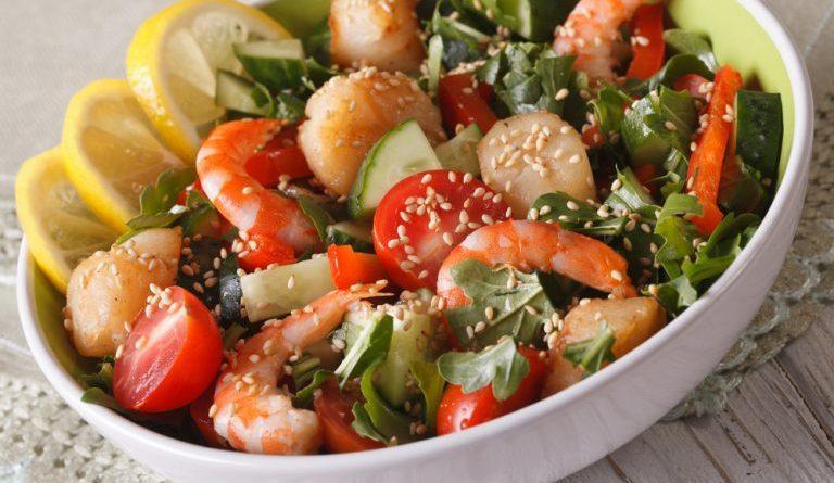 Салат из судака с креветками