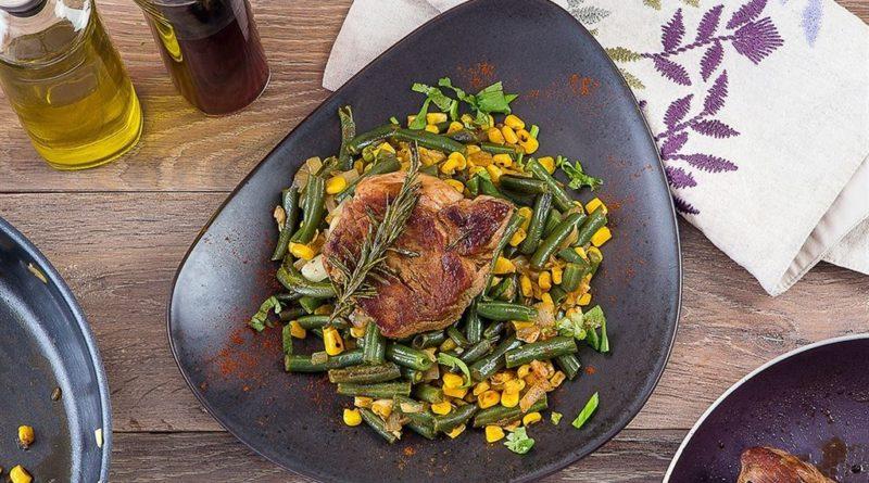 Свинина в соевом соусе с пряными овощами