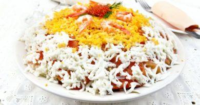 Слоеный салат с креветками и красной рыбой