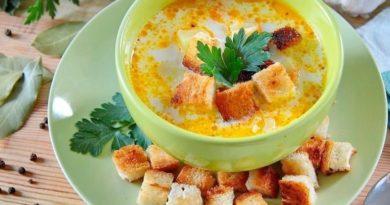 Суп с курицей, рисом и плавленым сыром.jpg