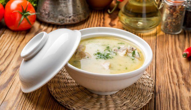 Экономный куриный суп с колбасным сыром