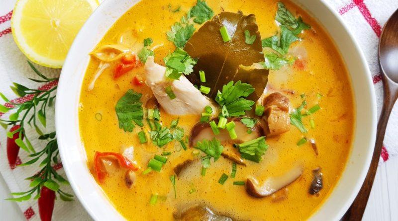 Тайский суп с курицей и лимонным желе