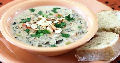 Суп с фасолью, грибами и диким рисом