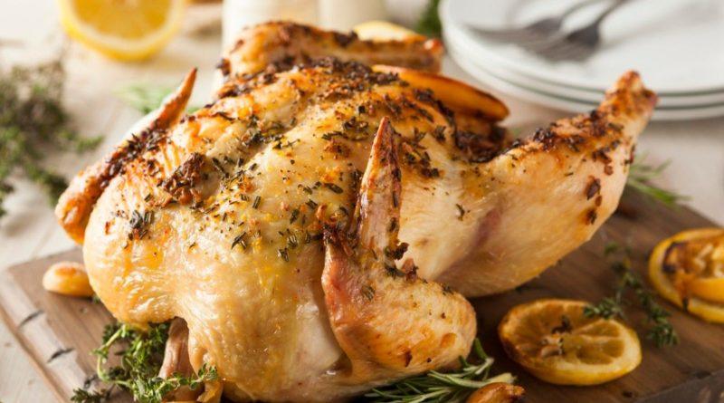 Курица, запечённая с травами и лимоном