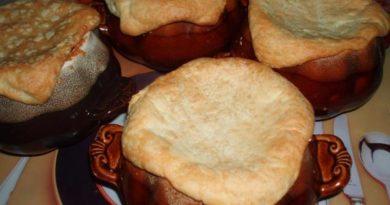 Щи с грибами в горшочках - ароматное блюдо, очень любимое купцами