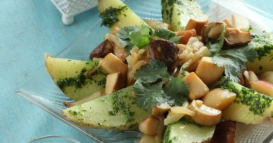 Картофельный салат с грибами и печеным чесноком