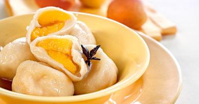 Кнедлики с абрикосами и пряным сиропом