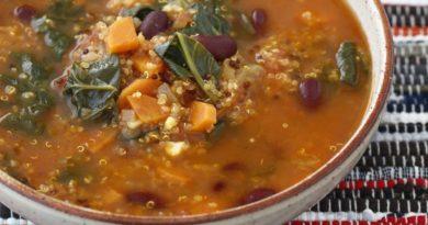 Суп из фасоли с киноа и шпинатом