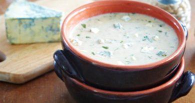 Суп с грецкими орехами и сыром с голубой плесенью в мультиварке