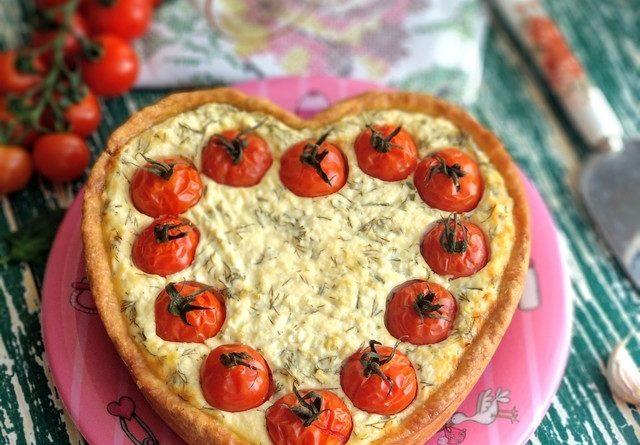Тарт с солёным творогом и помидорами черри