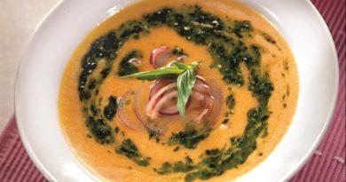 Тыквенный суп с пастой из кинзы