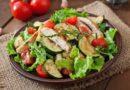 Овощной салат с копченым куриным филе