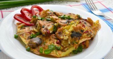 Мясной омлет с грибами и картошкой