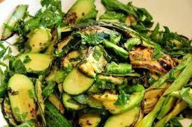 Салат с жареными кабачками и сельдереем