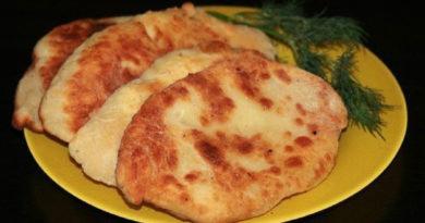 Очень вкусные лепешки-пирожки с картошкой и сыром. Уплетают в обе щеки
