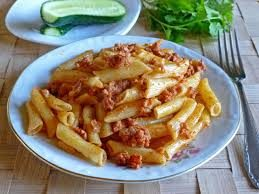 Макароны с фаршем и сыром в соусе