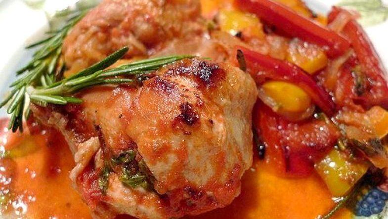 Тушеное кyриное филе со сладким перцем
