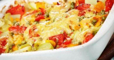 Запеченная цветная капуста с томатами и фасолью