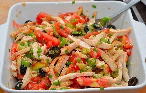 Салат из курицы без майонеза — вкусный и быстрый в приготовлении разнообразит ваше обеденное меню