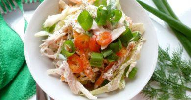 Салат со свежей капустой и куриным мясом