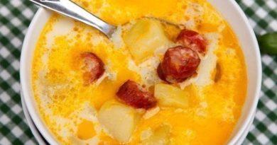 Превосходный рецепт ароматного супа, заправленного сметаной, с копчеными колбасками и картофелем