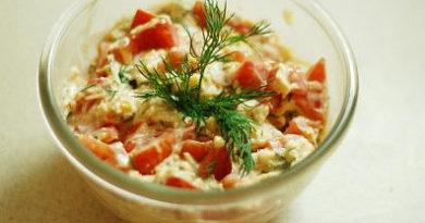 Cалат из помидоров и сыра
