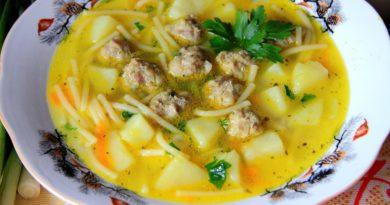 Сырный суп с фрикадельками, картофелем и вермишелью