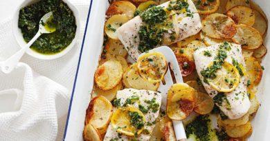 """Картофель и рыба с итальянским соусом сальса """"Верде"""""""