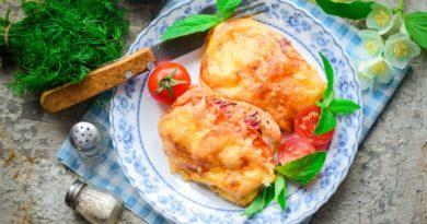 Куриная грудка, запеченная с помидорами