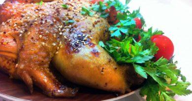 Курица в медово-чесночном соусе, запеченная в духовке
