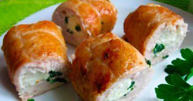 Рулетики из куриной грудки в сырном соусе