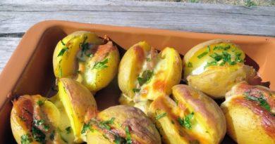 Картошка с колбаской и сыром (в духовке)