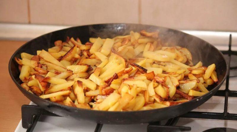 """Картофель, """"печенный"""" на сковороде, только вкуснее"""